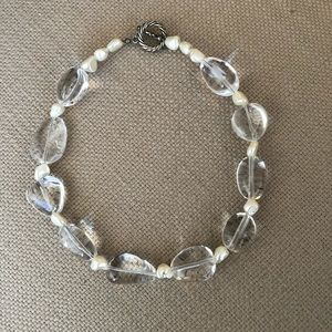 Accessories - Elegant lucite and sea pearl choker necklace